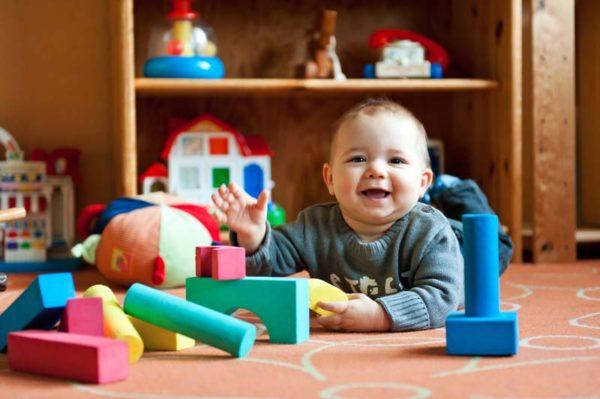 Spielendes Kind bei Tagesmutter Mamacita in Keltern